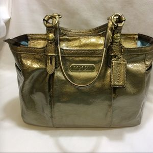 COACH F15253 OLD GOLD PATENT LEATHER TOTE VGC